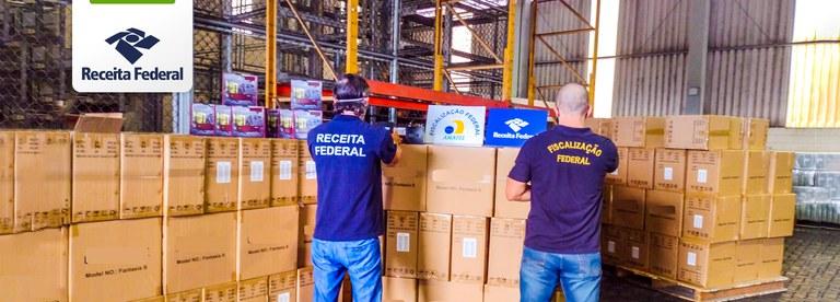 Operação conjunta da Receita Federal e da Anatel resulta na apreensão de mais de 16 mil aparelhos desbloqueadores de TV por assinatura no Porto de Santos