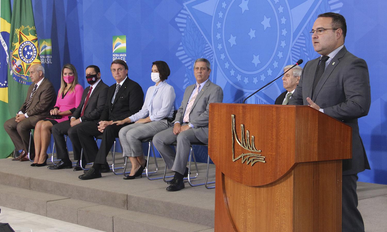 Presidente Bolsonaro e ministro Jorge Oliveira participaram do evento