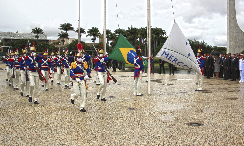 Ministro chefe da Secretaria-Geral, Jorge Oliveira, participou da comemoração na área externa do Palácio do Planalto