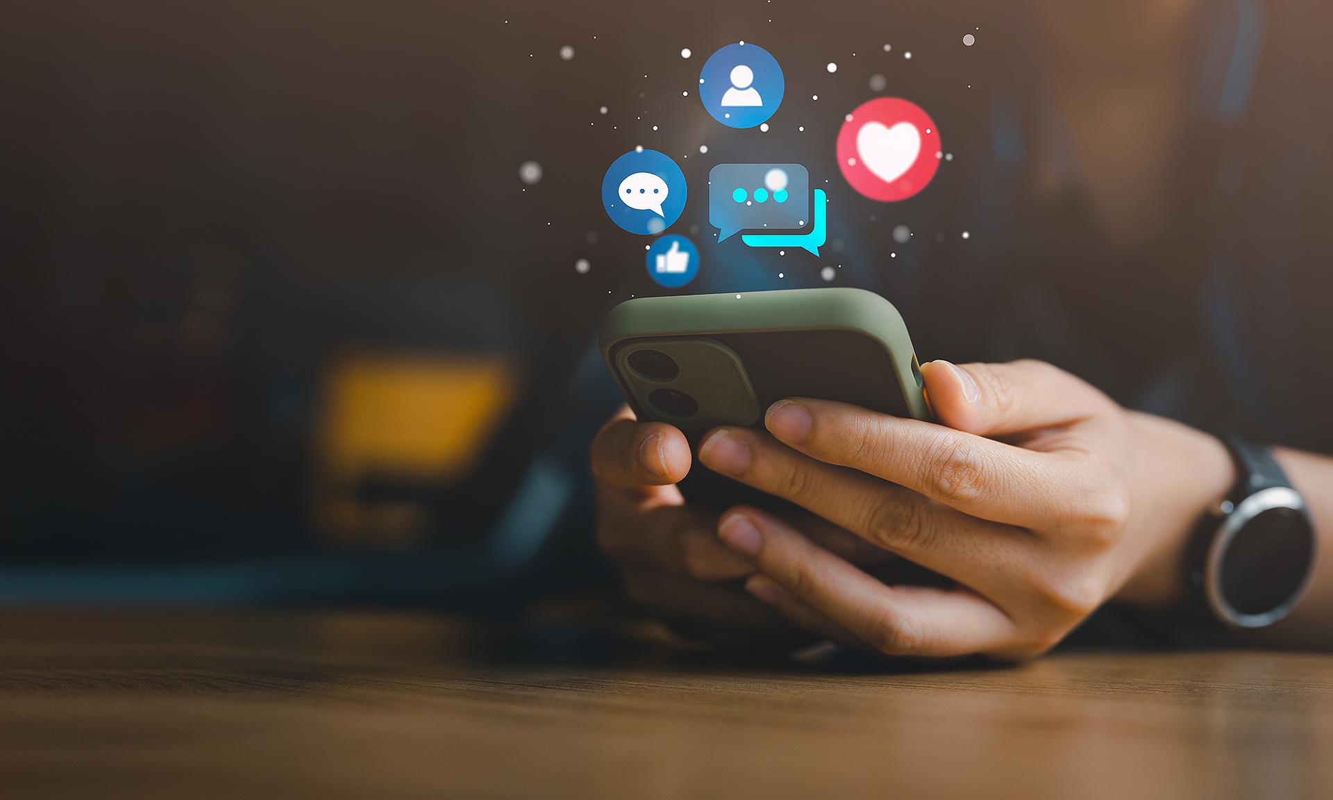 O PL visa promover alterações no Marco Civil da Internet, prevendo regras para o uso e moderação nessas plataformas