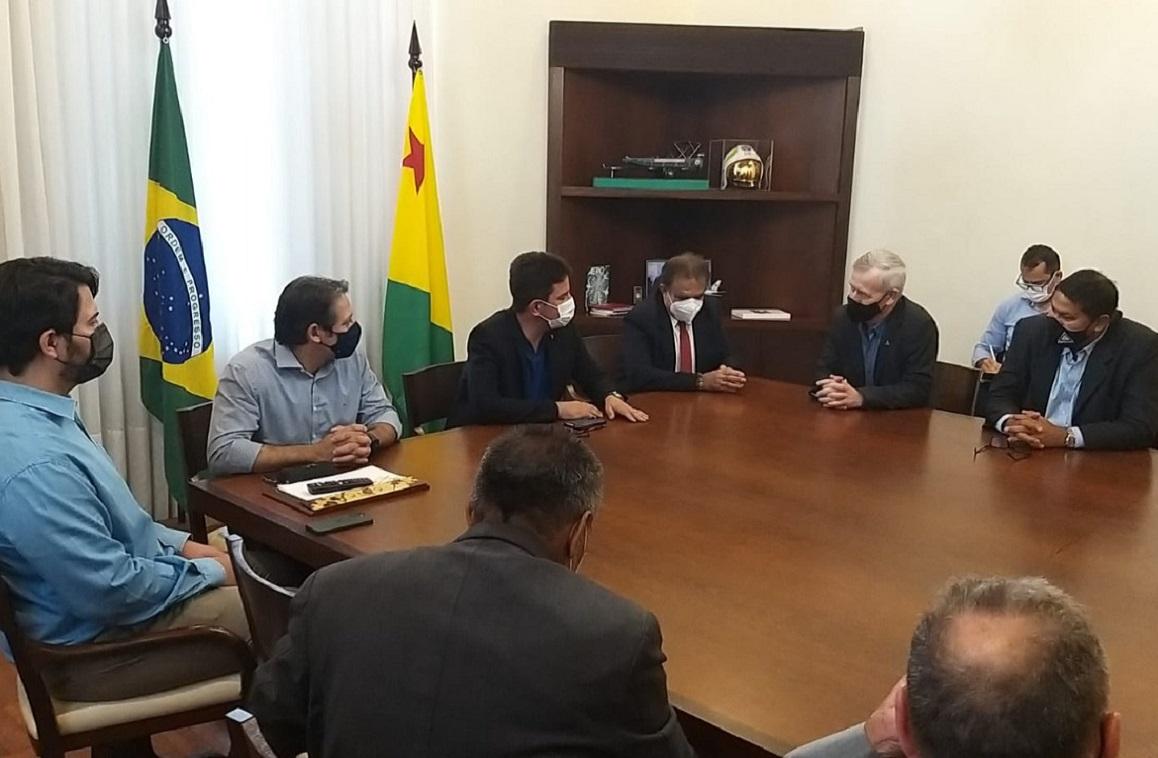 Dentre outros assuntos, foram discutidas as potencialidades socioeconômicas advindas com a plena implantação do projeto 'Zona de Desenvolvimento Sustentável Abunã- Madeira'.
